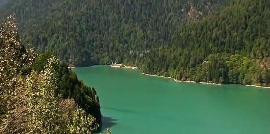Озеро Рица образовалось несколько столетий тому назад
