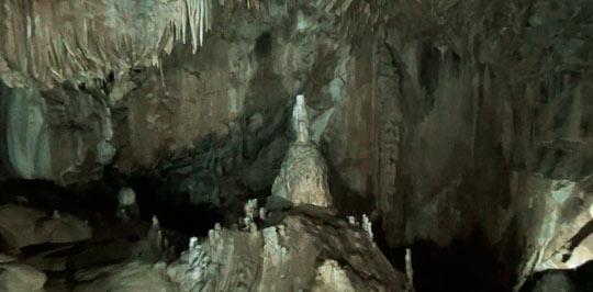 Каменный водопад в зале Анакопия 2
