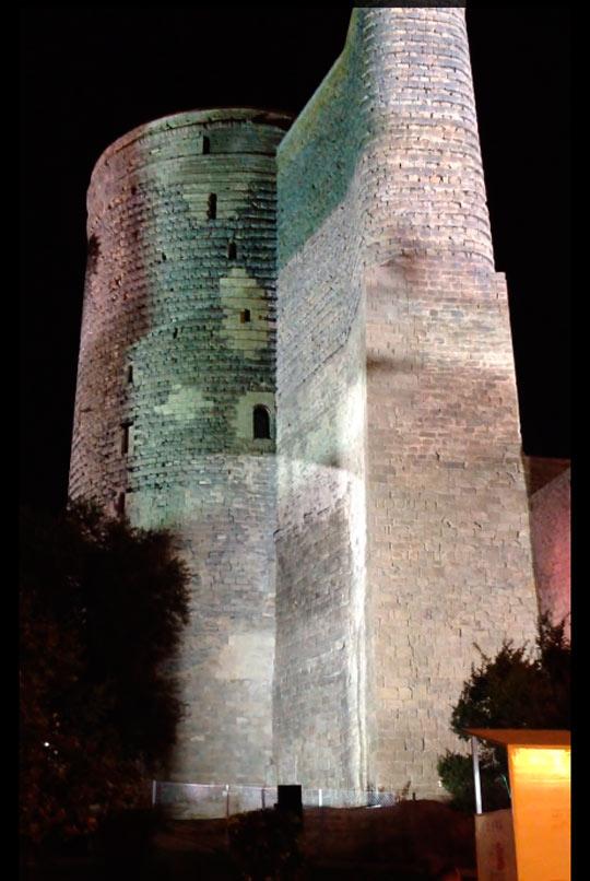 Девичья башня ночью