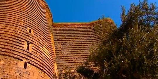 Стены Девичьей башни