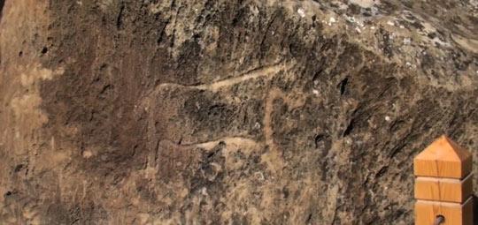 Петроглифы, высеченные на стенах пещер и скал