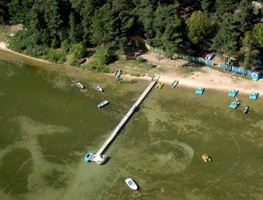 На озере Нарочь можно взять напрокат лодку