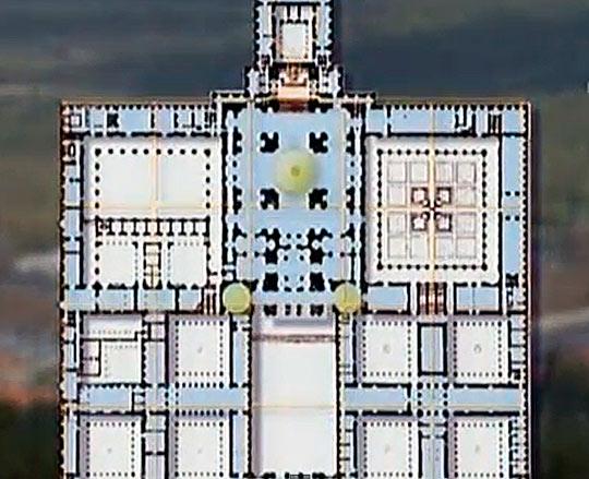 Храм напоминает в плане решетку