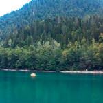 Горы, красота возле озера Рица