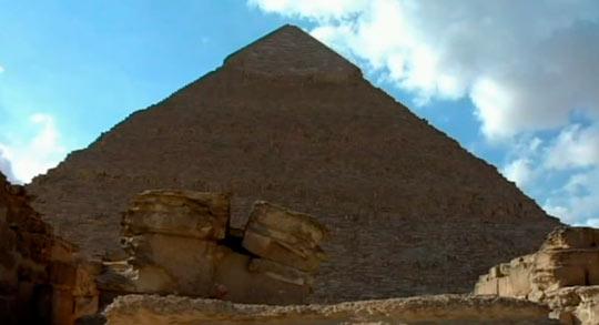 Облака над пирамидами
