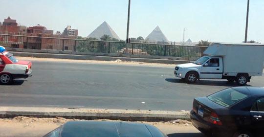 Пирамида Хеопса вдали