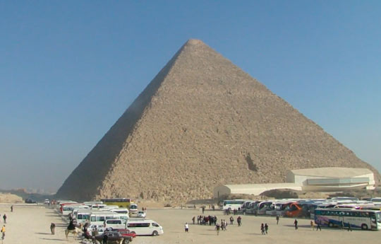 Мы на экскурсии возле пирамиды Хеопса