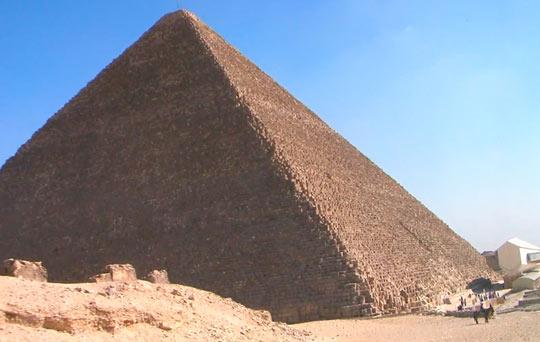 Люди и пирамиды