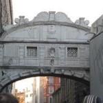 Венеция — поцелуй под мостом Вздохов