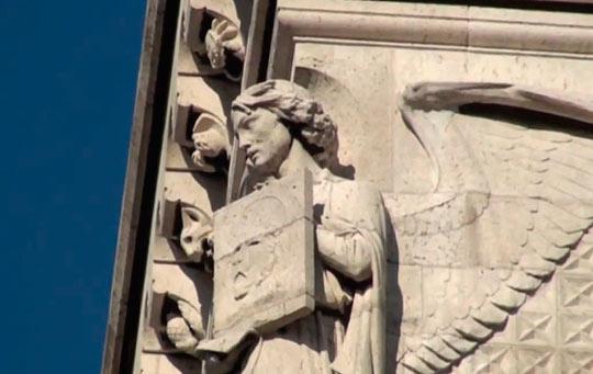 В базилике удачно переплетены несколько стилей