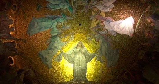 Стены и потолки базилики удивительно расписаны