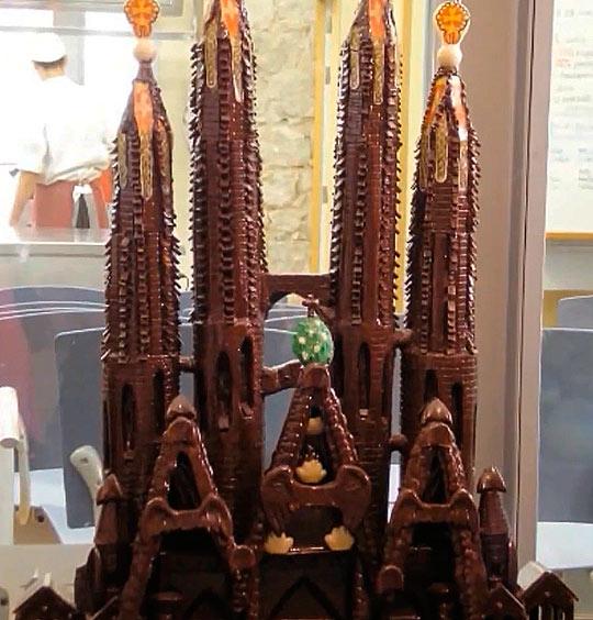 Удивительные памятники из шоколада