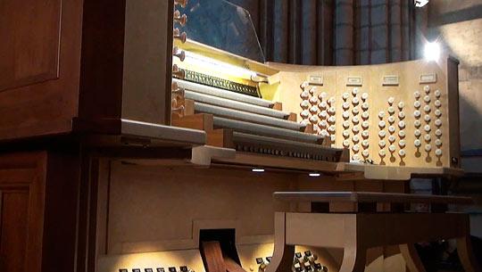Самый большой орган в стране находится в Соборе Нотр-Дам де Пари