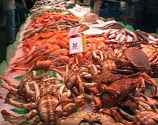 Свежие морепродукты на рынке Бокерия