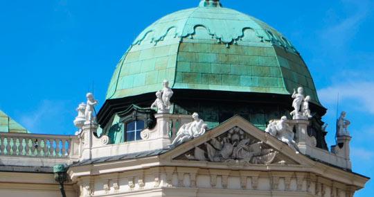 Крыша в виде разноуровневых шатров