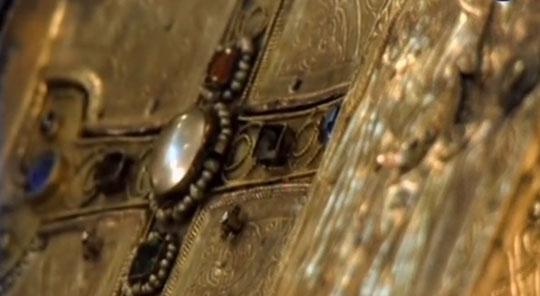 В храм со всего света поступало множество реликвий и даров