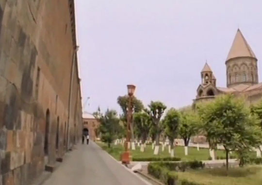 Эчмиадзинский кафедральный собор был построен в 4 веке
