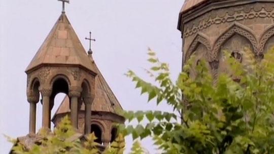 Территория, на которой стоит собор, отличается ихой атмосферой