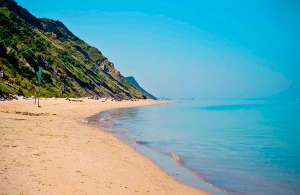 20-Spiaggia-Di-Fiorenzuola-di-Focara