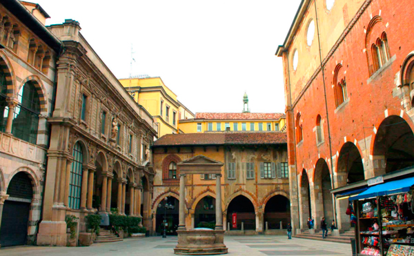 16-Piazza-Mercanti