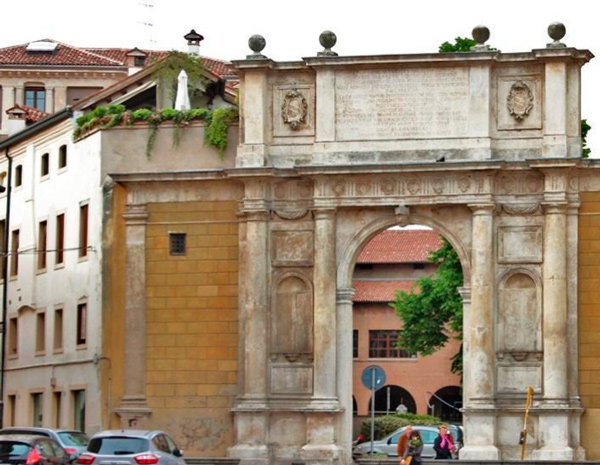 16-Триумфальная-арка-Валларессо