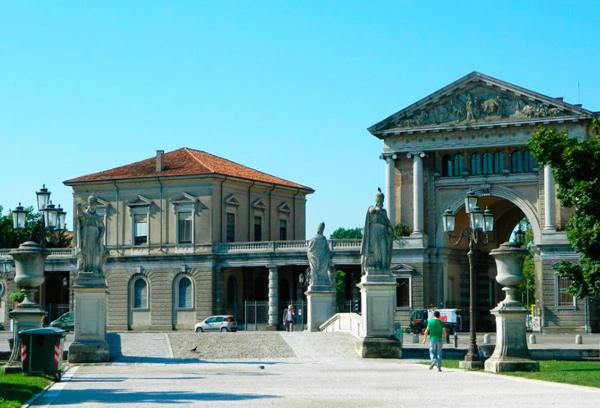 5-Площадь-Прато-делла-Валле